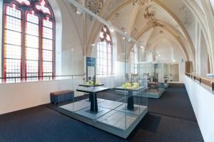 Church-Transformed-into-Bookstore-14-640x425
