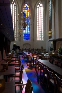 Church-Transformed-into-Bookstore-16-640x959