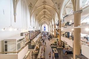 Church-Transformed-into-Bookstore-19-640x427