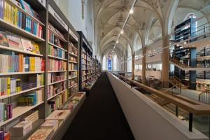 Church-Transformed-into-Bookstore-3-640x427